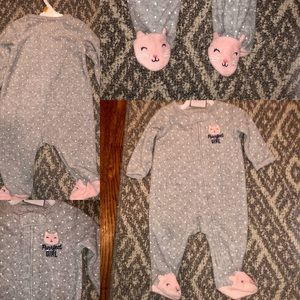 EUC Carter's 3M 🐱Gray terry clothe footed onesie